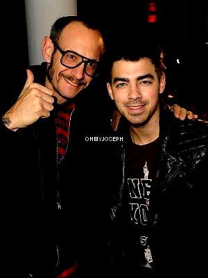 Le 12/02, Joe est allé au défilé de mode Automne/Hiver à New York