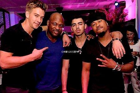 "Le 17/02, Joe était au Baoli Vita Restaurant & Lounge Presents "" Love Boat "", à Miami Beach, Floride"