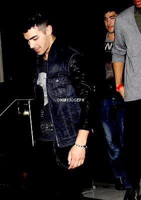 Le 21/02, Joe à été aperçu se baladant devant ArcLight Cinema à Los Angeles