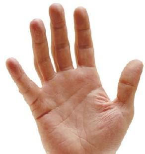 La main passe, pour ainsi dire...