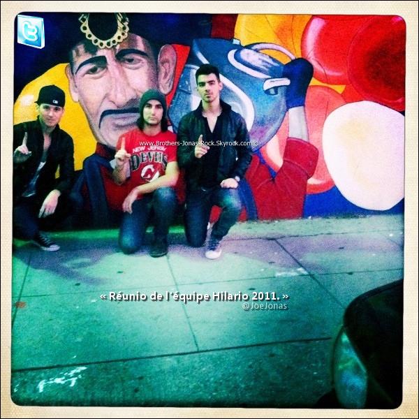 . 15/01/11 : Joe, Bruno & Alex (Honor Society) se sont fait un déjeuner au Kings Road, avec Winston, L.A.  .