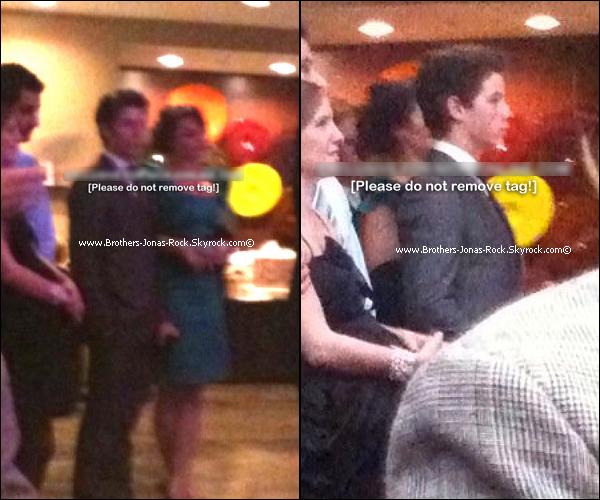. Nick & Samantha à la cérémonie du mariage d'un ami de Nick.. (Date inconnue)  .