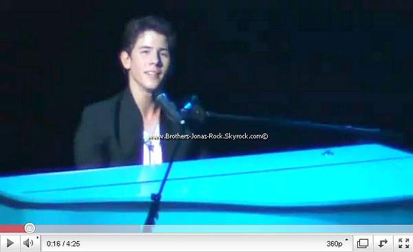 . 20/03/11 : Les Jonas enfin de retour sur scène pour performer au Concert For Hope, à Los Angeles. .