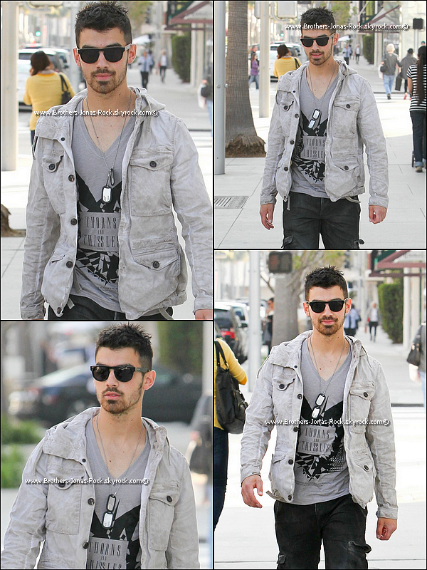 .  09/04/11 : Nick de bon matin a été vu sortant du Starbucks Califorien à Sherman Oaks.  .