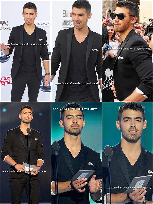 .  22/05/11 : Joe etait présent aux Billboard Music Awards 2011 qui ont eu lieu à Las Vegas. Il a également annoncé sur le tapis rouge que son album-solo s'intitulait « Fast Life » __-- .