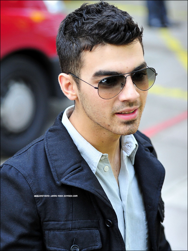 ". On ""rattrape"" les news de Joe Jonas. PART TWO  ."