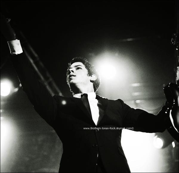 . 27/09/11 : La tournée de Nick Jonas & The Administration continue à Porto Alegre, toujours au Bresil.  .