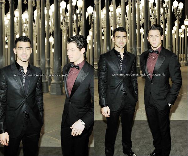 . 05/11/11 : Dignes de vrais Gentelman, Nick & Joe etait au Gala LACM organisé par Gucci à Los Angeles.  .