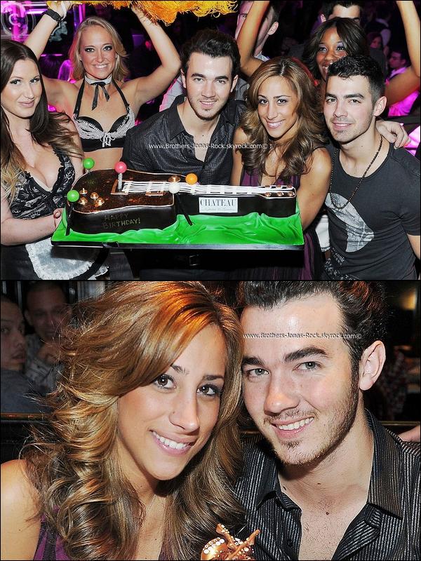 .  12/11/11 : Avec un peu de retard, Kevin fête son 24e anniversaire à Las Vegas .. .