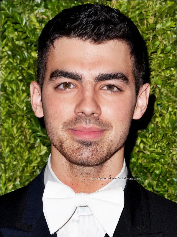 . 14/11/11 : Joe en costar etait présent aux Vogue Fashion Fund Awards au Skylight SOHO à New York. .