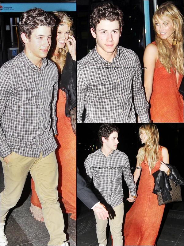 .   29/11/11 : Toujours en Australie, pays natal de Delta, le couple va dinner, à Sydney. .