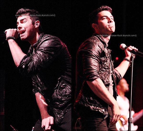 .       05/12/11 : Joe performe aux cotés de Demi Lovato lors du SantaSlam 2011, qui s'est déroulé en Indianapolis.       .