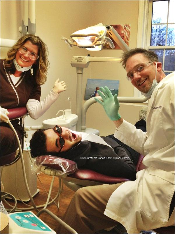 .  10/01/12 : Kevin a été chez le dentiste. Découvrez les photos  : .