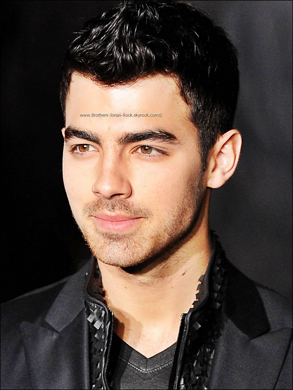 . 15/01/12 : Joe assiste au défilé de mode de la nouvelle collection 2012 de Calvin Klein, à Milan.   .