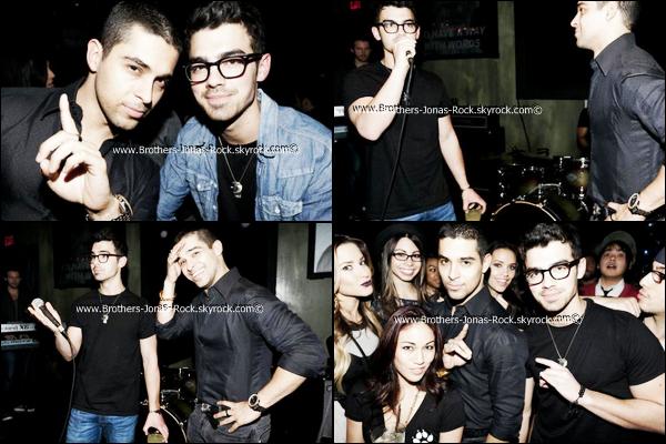 . 01/02/12 : Joe & Ryan (guitariste des Jonas Brothers) & leur ami ont été vu à Runyon Canyon, L.A.  .