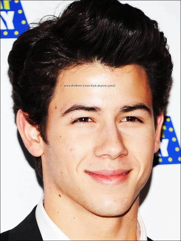 """. 07/02/12 : Nick était à la soirée """"Kids Night on Broadway 2012"""" qui a eu lieu à Madame Tussauds, NY.  ."""