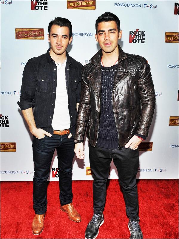 """.  08/02/12 : Kevin & Joe étaient la fête oraganisée pour le """"Rock The Vote Kick-Off 2012"""" à Hollywood.  ."""