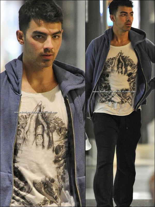 . 30/03/12 : Joe était à la soirée d'ouverture de la boite de nuit Marquee qui a eu lieu à Sydney. Top ou flop ?  .