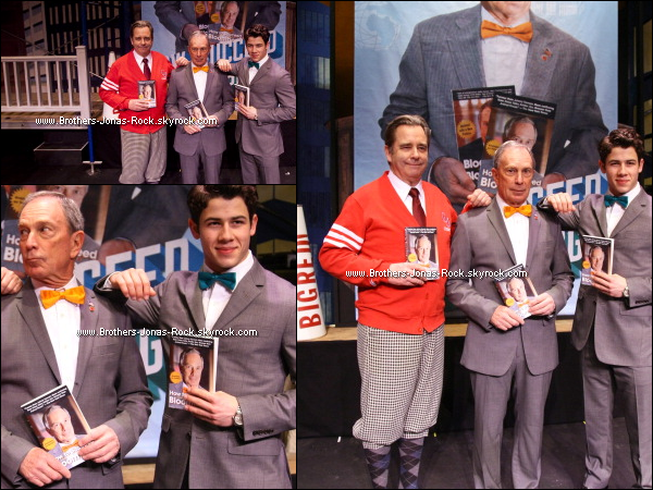 ". 31/03/12 : Nick, ses co-stars & le maire de New York Michael Bloomberg au Inner Circle pour ""How To Succeed"".  ."
