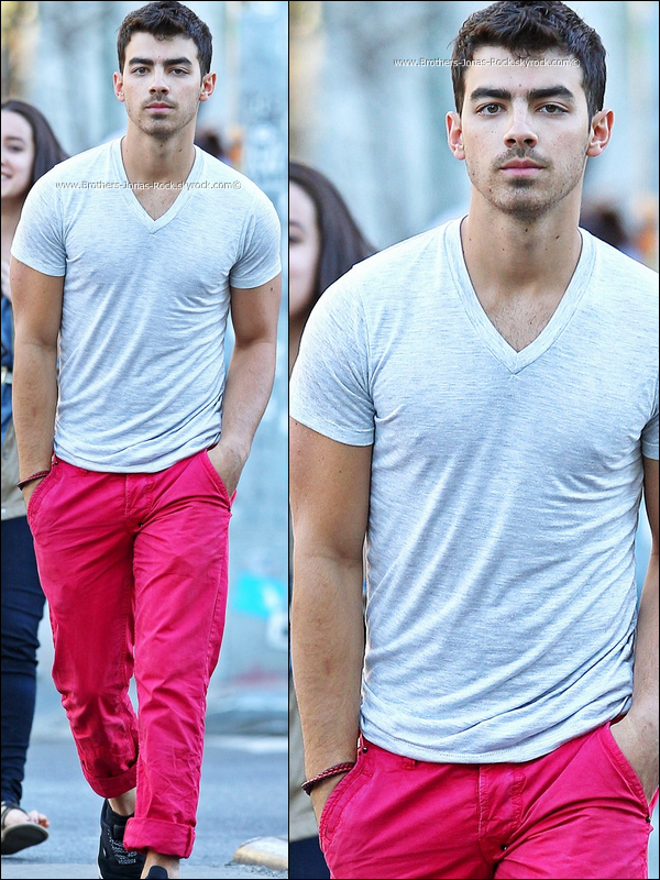 . 04/04/12 : Joe dans son Sexy nouveau pantalon va déjeuner au restaurant Gemma, à New York.  .