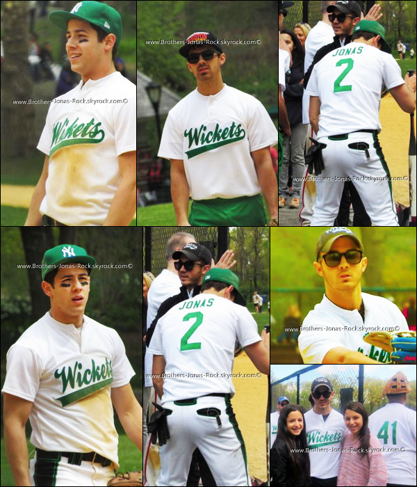 . 12/04/12 : Les Jonas sont de retour pour le Softball mais cette fois-ci en verts. Ils ont joué pour la Broadway Show League.  .