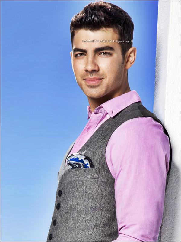 """.  Photoshoot du projet """"Acuvue"""" pour le quel Joe Jonas est mentor.   ."""