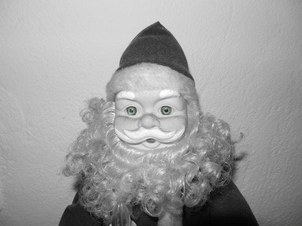 « Celui qui n'a pas Noël dans le coeur ne le trouvera jamais au pied d'un arbre.  » Roy Lemon Smith