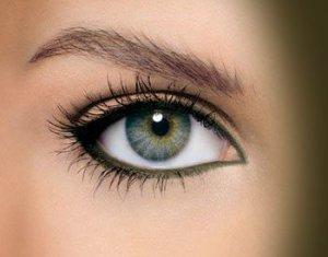 Besoin d'astuces pour appliquer du khôl sur les yeux.
