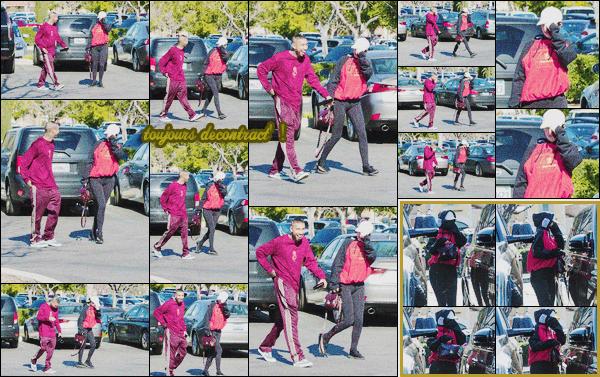 .30/01/2017 : Kylie et Tyga ont été vus se rendant chez un bijoutier reconnu dans le quartier de Calabasas C'est en amoureux que Kyga se sont rendus en ville. En tout cas les amoureux voulaient passer incognito mais n'ont pas échappé au pap's !  Flop! .