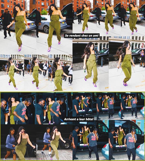 .06 Mai 2018 •• Kylie, Travis et Jordyn sont allés rendre visite a un ami dans New-York Notre jolie brune a fait une petite halte chez un ami dans Manhattan avec Travis et Jordyn. J'adore sa tenue kaki ! C'est un top
