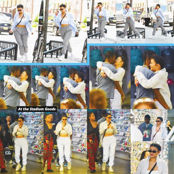 .08 Mai 2018 •• Kylie, Travis et Jordyn sont allés faire du shopping chez Stadium Goods à NY Le couple ont l'air très amoureux. J'aime beaucoup cette tenue de Kylie, l'ensemble est super. Je lui met un top ! Des avis sur Ky' ?