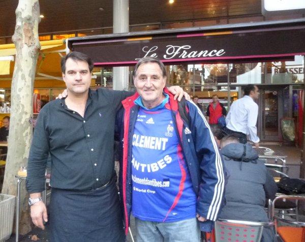 """avec mon ami OLIVIER  , patron de la Brasserie """""""" LE  FRANCE '' en face des portes A  et B du Stade de France"""