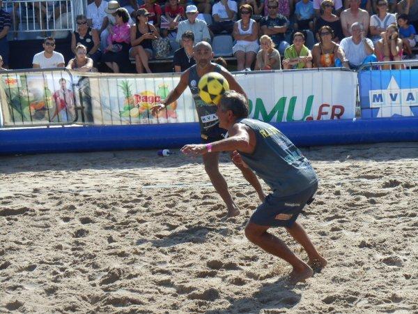 """FOOT VOLLEY  , plage du Ponteil , à ANTIBES  , .... avec DIDIER DESCHAMPS  et d'anciens """" pros '' trés célébres avec la présence des 2 brésiliens : Champion du Monde !!!.. et MERVEILLEUX  SPECTACLE"""