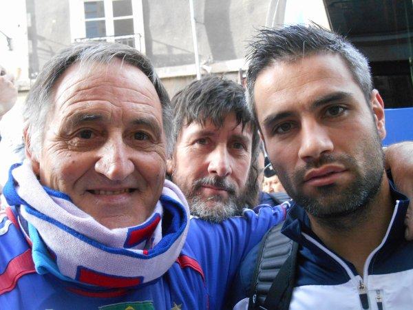 """RENNES  , pour FR / ALBANIE  ( 1à1 ) ..... devant l'hotel ... BALTHAZAR  .... comme mon COQ !!! ..... et à la CASA BLEUE  ..... avec des """" jeunes '' et anciens BLEUS ..... et mes toujours fidéles amis supporters ..."""