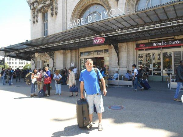 """départ en TGV d'Antibes pour PARIS  du 4 au 8 juin pour assistér à FRANCE / BELGIQUE ( 3 à 4 ) ...mon 217éme match ....(( et le 791éme des BLEUS  )) ....et mon : 74 éme match sur 78 au STADE DE FRANCE  ....avec hélas la 1ére défaite  !! .... Nous serons 106 supporters , tous adhérents de """" Clément d'Antibes Association '' venant des 4 """" coins '' de la France"""