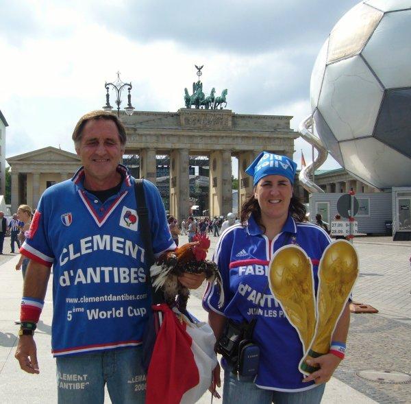 """.... souvenirs """""""" en BLEU '''  avec mon ami ALAIN  .... de Berlin ....... et """""""" fétér '' ses ... 60 ANS  ...."""
