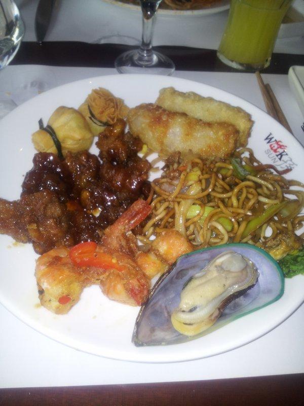 repas chinois en amoureux