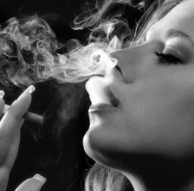 La cigarette chez L' Ados !! :-$ .