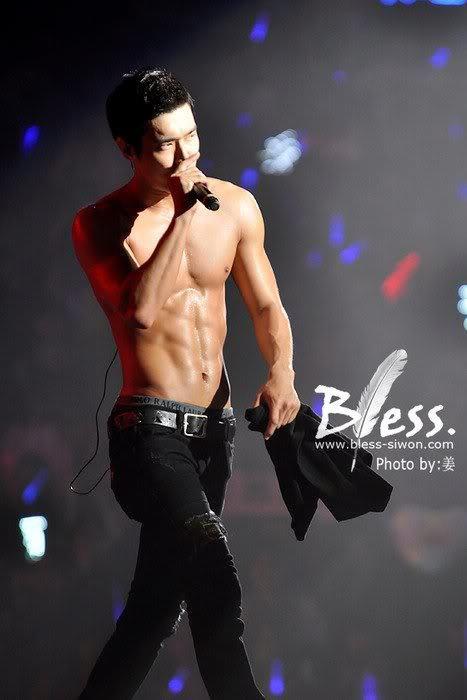 Siwon ^w^  *bave et meurt *