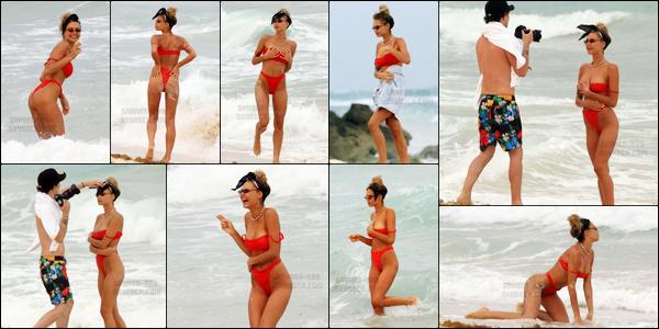 .12/06/17. ─ Sahara Ray a été photographiée alors qu'elle s'amusait sur la plage de la ville de Cancùn située au Mexique. Sahara a également fait une sorte de photoshoot pour sa marque de maillots de bain. Malheureusement pour elle, elle a eu un petit accident de maillot..