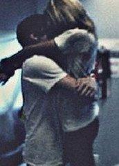 - Pose toi la question de savoir pourquoi tu cedes a chaque fois. Quand tu aura trouve la reponse, previens-moi. #Justin.