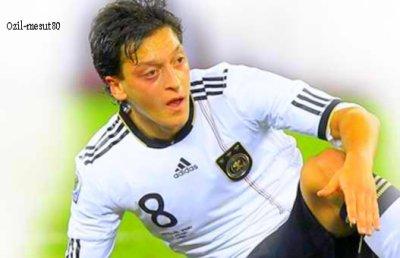 Mesut ozil   (Mon joueur pref)