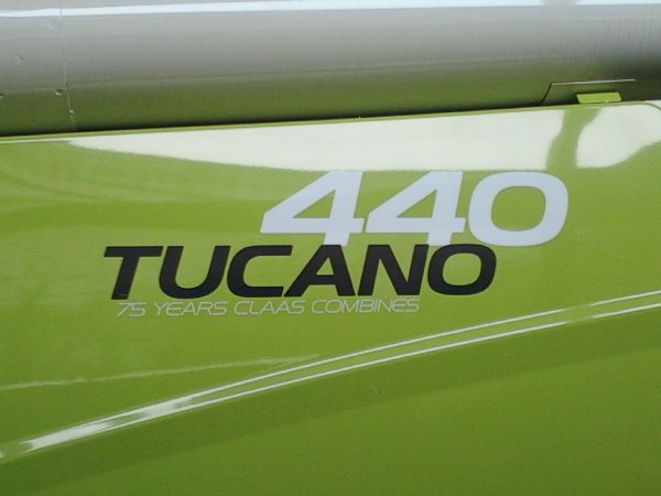 tucano440