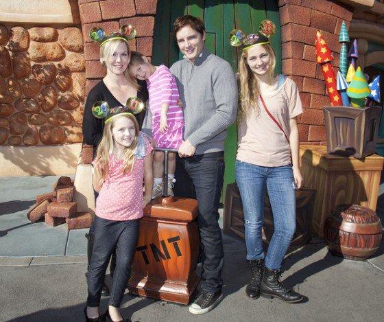 Luca Bella (14ans), Lola (9ans) Fiona (5ans) filles de Jennie Garth (BeverlyHill's)