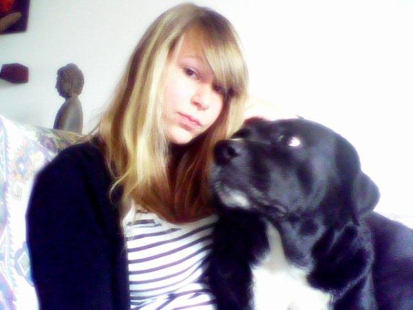 Plus je connais les hommes , plus j'admire les chiens . Zina .