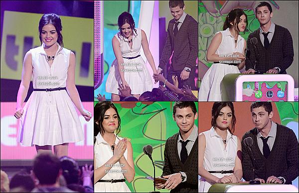 23/03/13 : Lucy, très souriante ,était sur le red carpet de la 26° cérémonie des Kids Choice Awards.