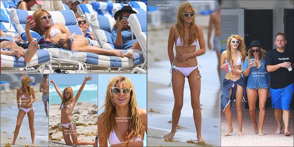 18/05/2014 : Bella était sur une plage de Miami avec  Tonya (sa maquilleuse) et Castillo (son coiffeur).