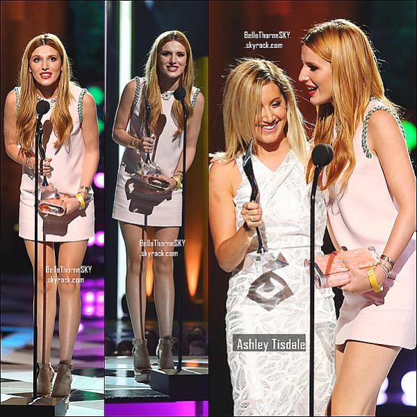 27/07/2014 : Bella était présente sur le tapis bleu des Young Hollywood Awards.