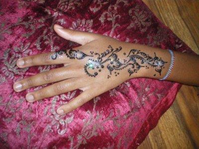 tatouage au henné et paillette