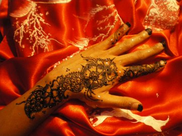 tatouage au henna indou....
